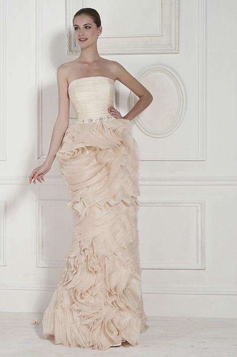 Beispiel: Einzigartige Hochzeitskleider, Foto: Hänsel & Gretel.