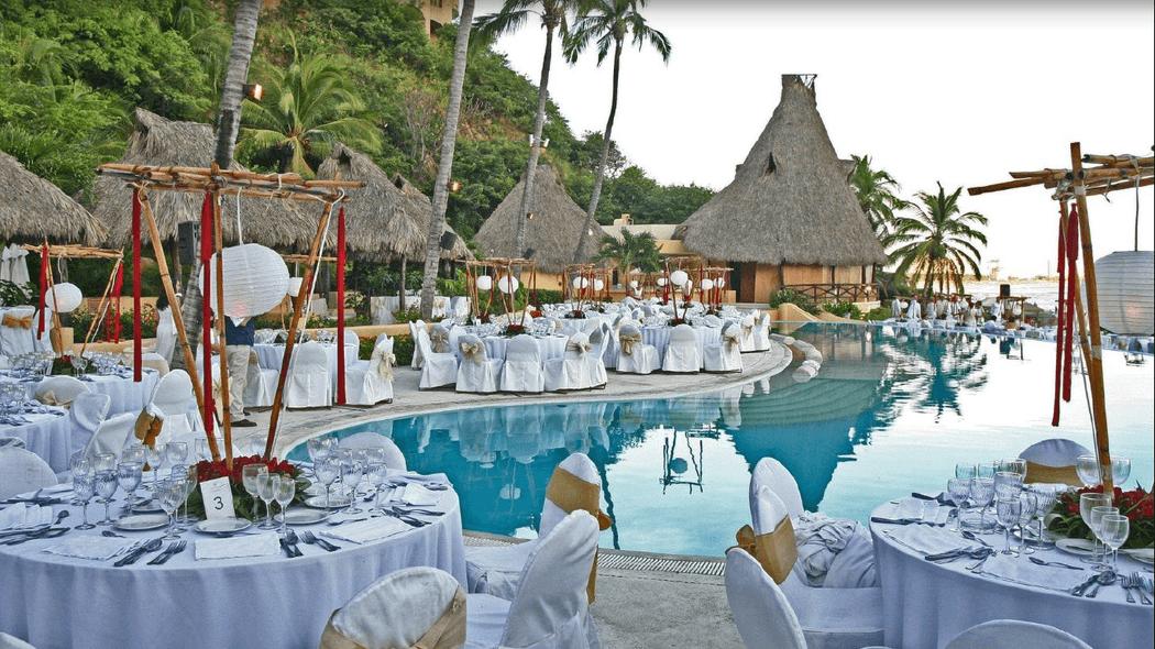 Montaje de boda en alberca