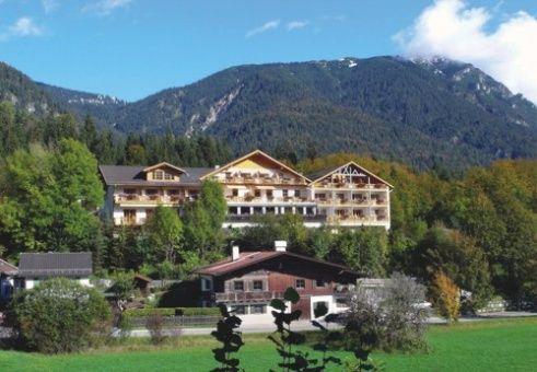 Beispiel: Außenansicht Sommer, Foto: Romantik Hotel Waxenstein.