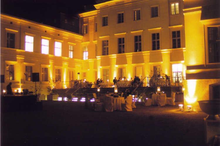 Beispiel: Schloss bei Nacht, Foto: Schloss Steinhöfel.