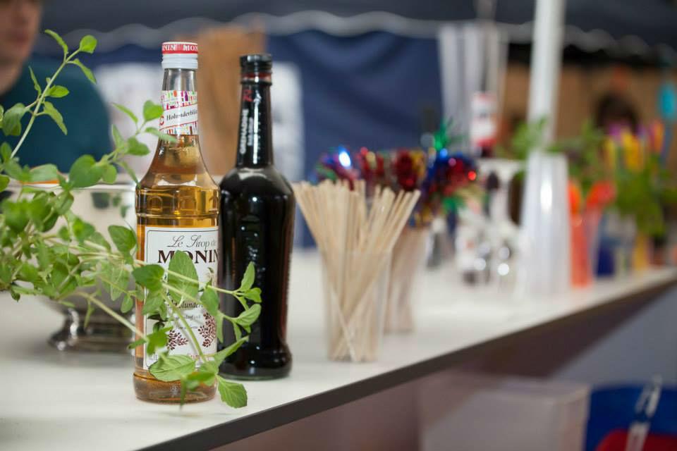 Beispiel: Bar mit Getränken, Foto: Feel White.