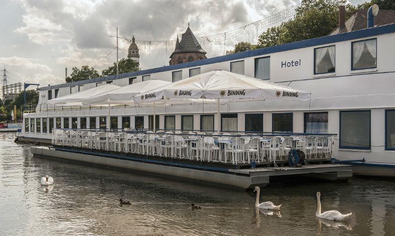 Beispiel: Außenansicht, Foto: Café Restaurant Schlott.