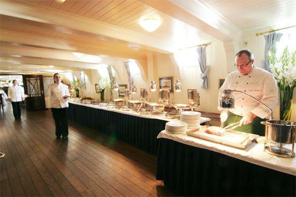 Beispiel: Büffet, Foto: Rickmer Rickmers Gastronomie.