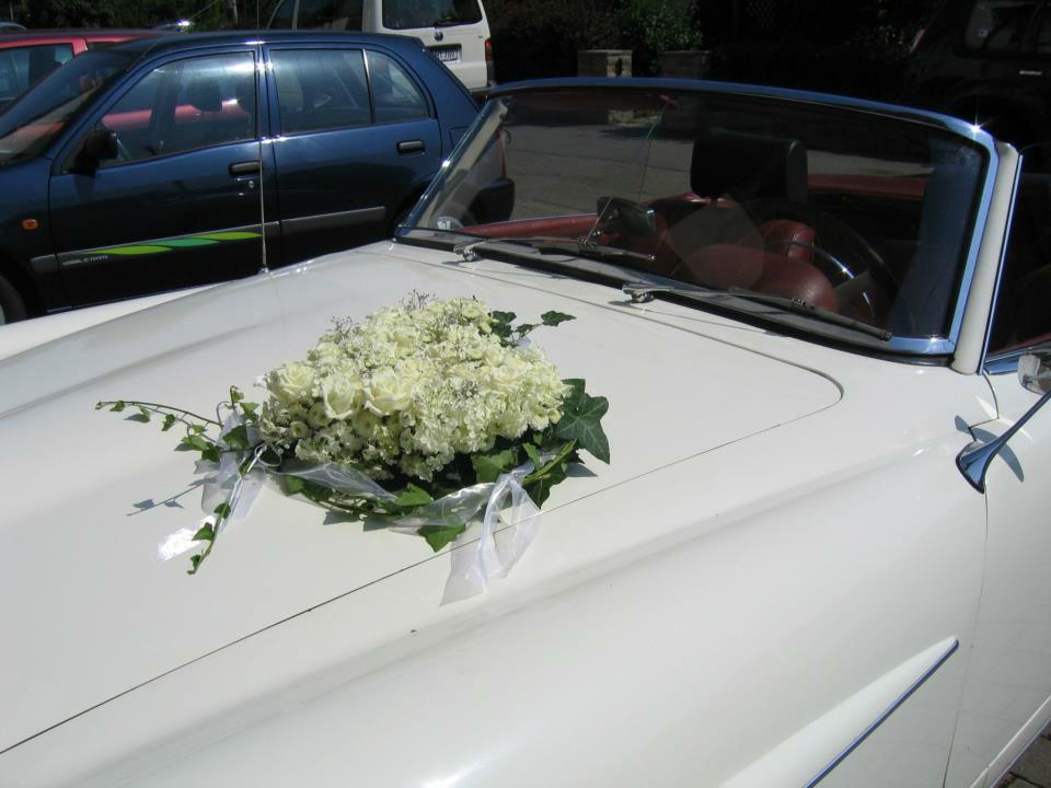 Beispiel: Autoschmuck, Foto: Meike Treiber Blumen und Dekoration.