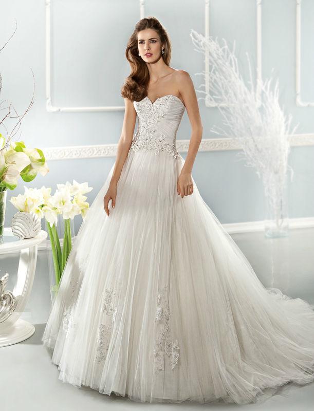 Beispiel: Hochzeitskleider mit Stil, Foto: Mode Wicky.