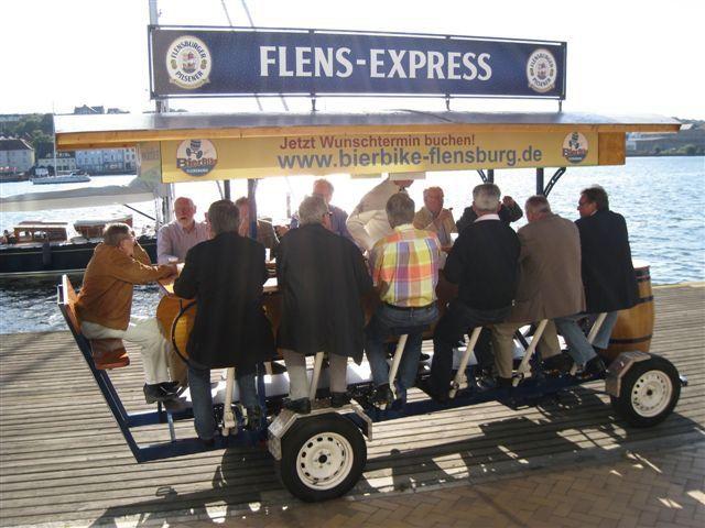 Beispiel: Radeln und Spaß dabei haben, Foto: BierBike Flensburg.