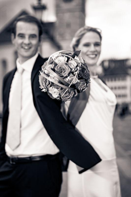 Hochzeitspaar mit Brautstrauss