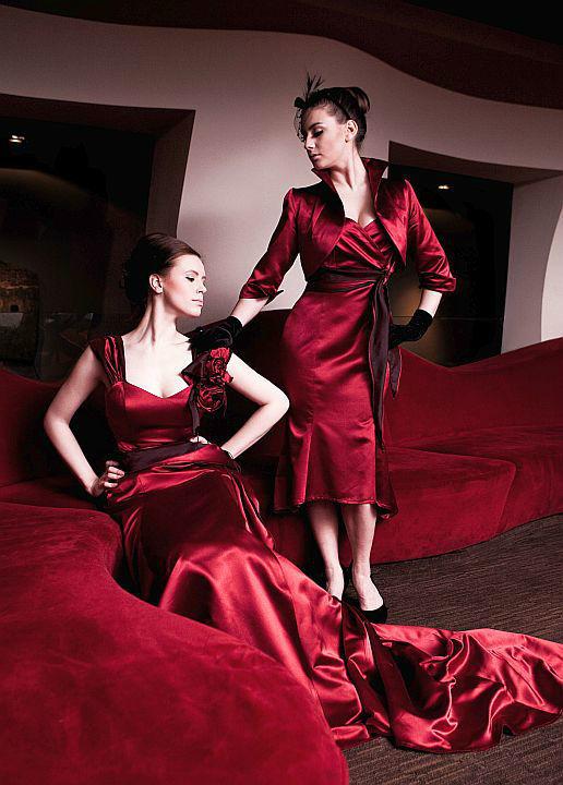 Beispiel: Perfekt gestylt auf die nächste Hochzeit, Foto: Ella Deck Couture Abendmode.