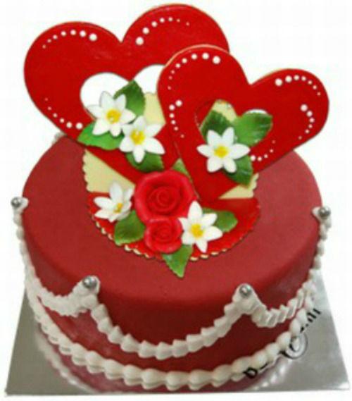 Beispiel: Color- Torte, rund mit Doppelherz, Foto: Confiserie Bachmann.