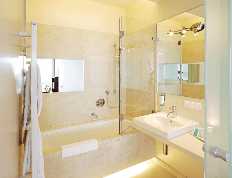 Beispiel: Das Bad der Suite, Foto: Terrasse Kahlenberg.