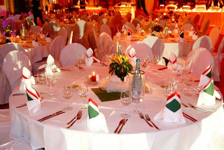 Beispiel: Bankett - Tischdekoration, Foto: Hotel & Restaurant Seebad-Casino.
