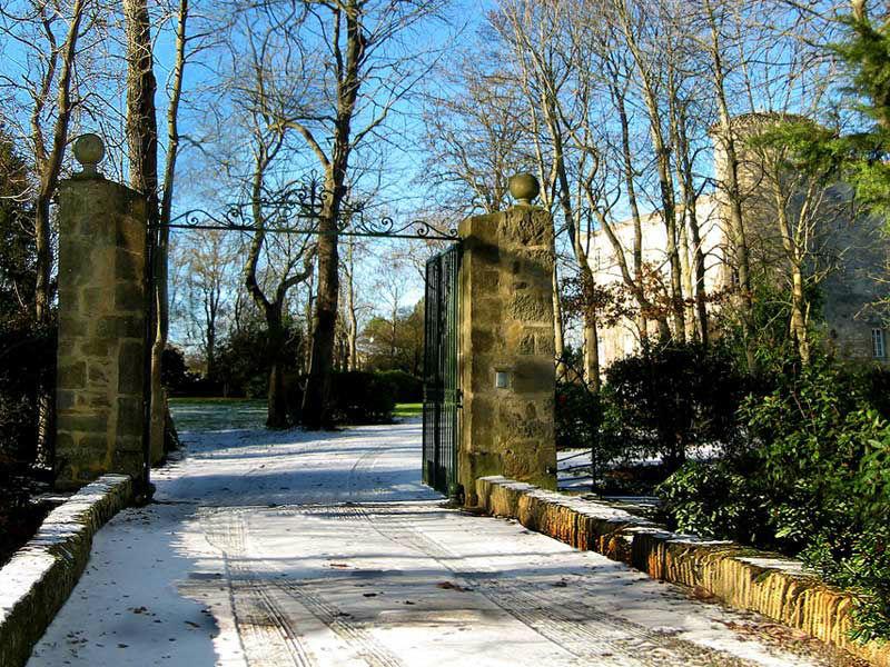 Château  la Commanderie Entrée sous la neige
