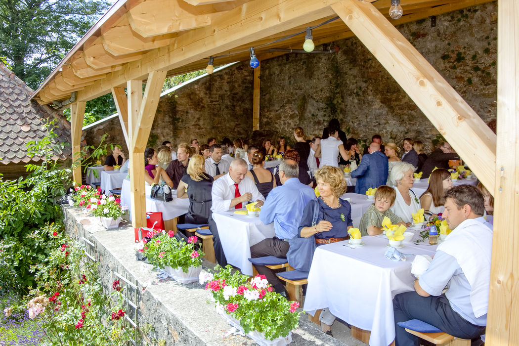 Hochzeitsgesellschaft im Schlosscafé