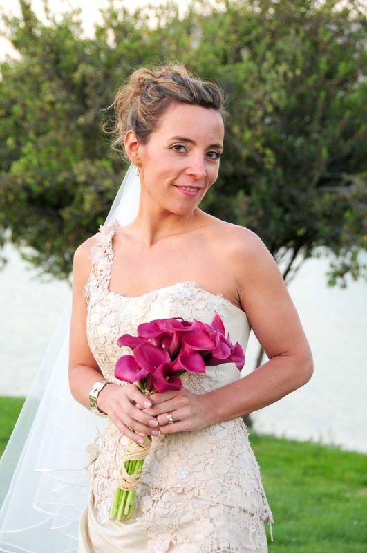 Una novia para evento de día, con un look fresco y natural. Maquillaje y peinado por nosotras, So Beautiful Makeup