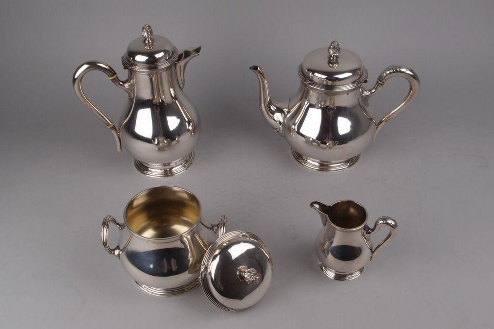 Service à thé et café en argent massif, modèle Ruban croisé. Orfèvre Hector Alfred à Paris. Travail 1881-1913.