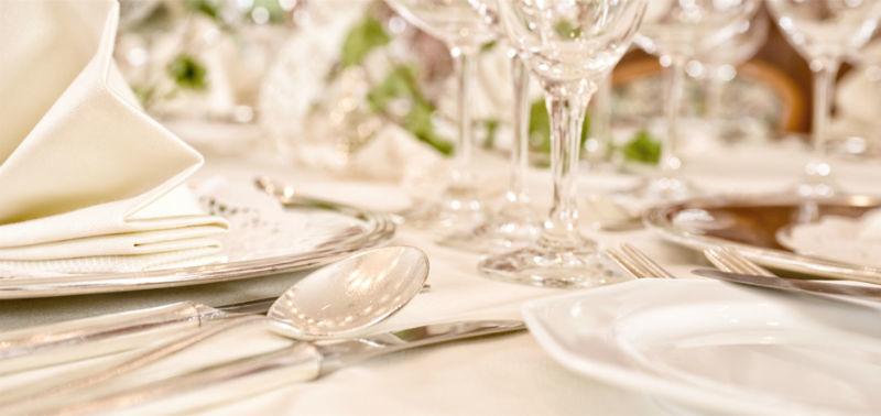 Beispiel: Tischdekoration, Foto: Hotel am Badersee.