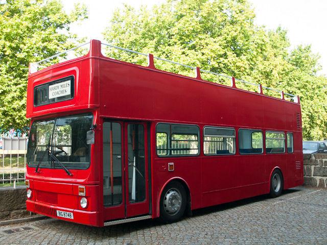 Autocarro descapotável --- Bus Events - Aluguer de autocarros descapotáveis, autocarros de turismo, carrinhas tipo pão-de-forma e outros meios, para todo o tipo de eventos.