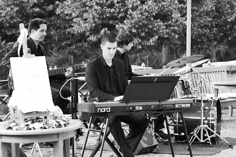 Beispiel: Am Keyboard, Foto: Alessandro Sabato Trio.