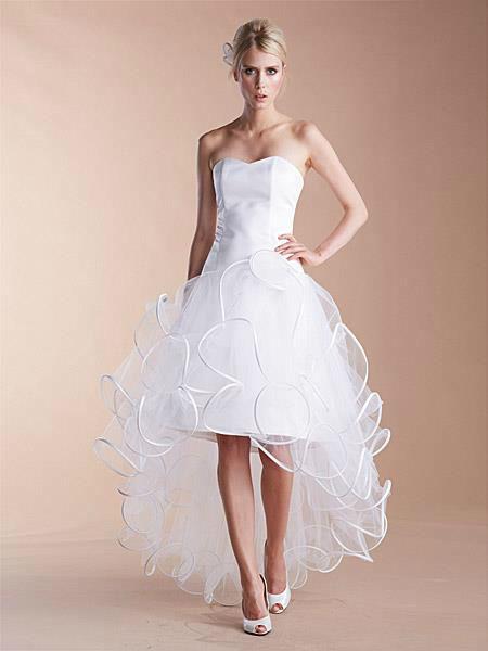 Beispiel: Hochzeitskleider, Foto: Liluca Bern.