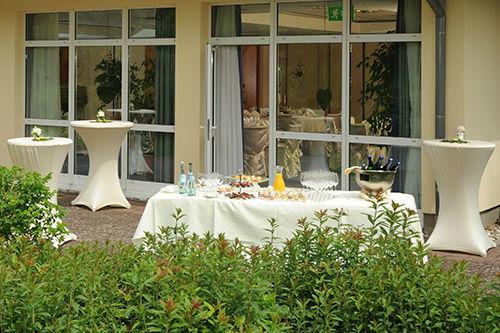 Beispiel: Hotelterrasse, Foto: Parkhotel Weiskirchen.