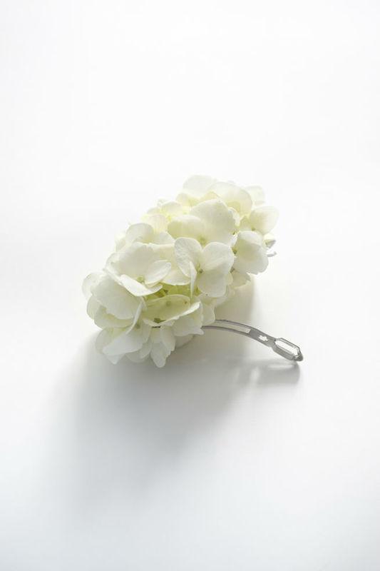 une barrette en fleurs d'hortensia