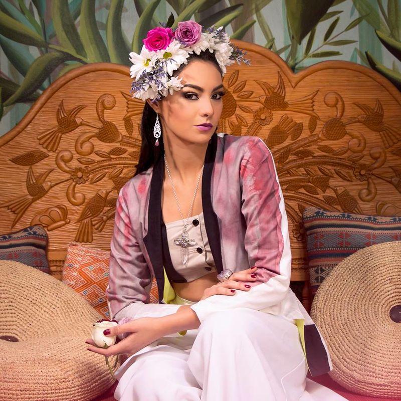Maquillaje & Peinado.- Adriana Mendoza