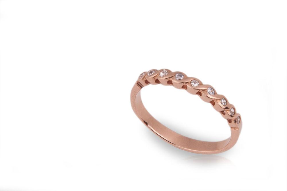 Oro rosado y nueve diamantes de .02ct