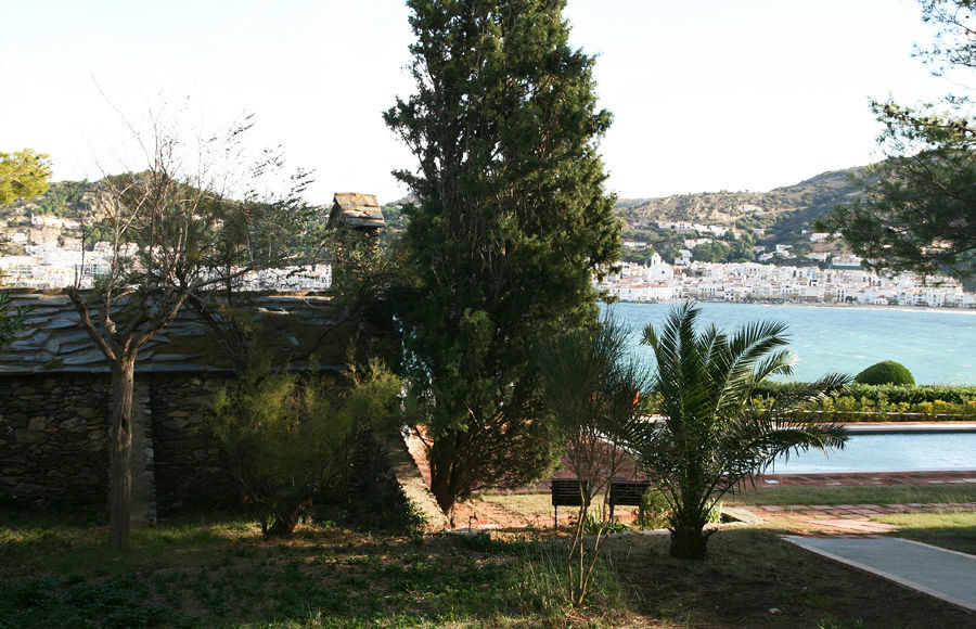 Hay un profundo respeto a la flora local y la propia del Mediterráneo.