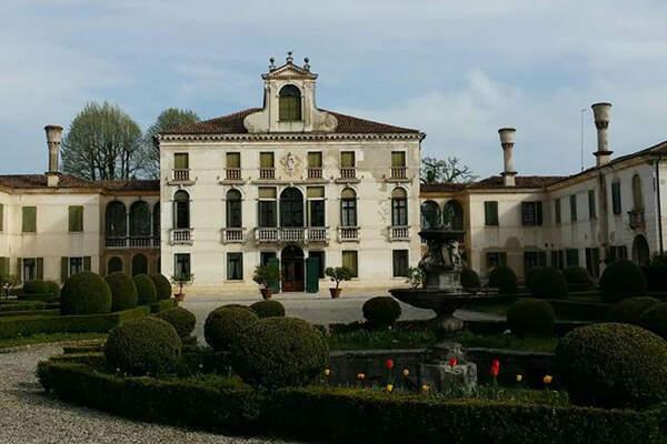 Villa Tiepolo Passi