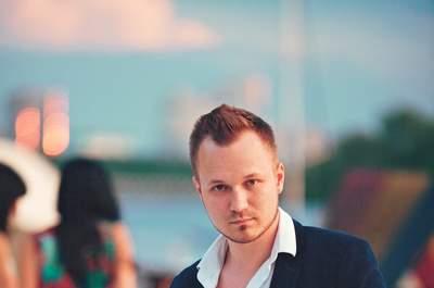 Ведущий и певец Алекс Индиго