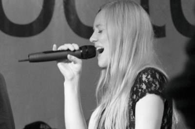Sängerin Bine Trinker