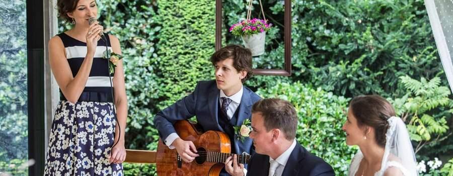 Kitty Becker zingt op bruiloft ceremonie Weert