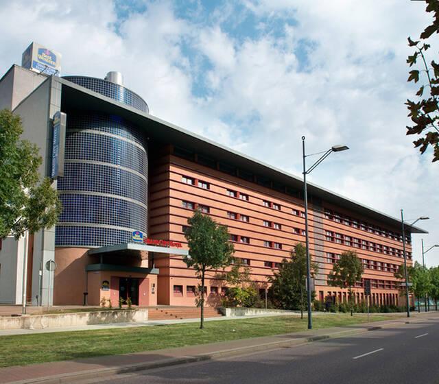 Beispiel: Vorderansicht, Foto: Grand City Hotel Halle.