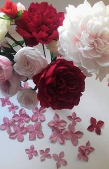 bouquet de roses mix-couleurs en crépon