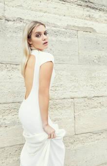 """Robe """"Louise"""" en crêpe de soie et coton © Etienne Jeanson - mariages 2019  Photo : Camellia Menard  Model : Eva Hatik  MUA : Stephane Dussart"""