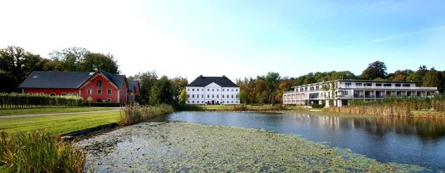 Beispiel: Vorderansicht, Foto: Schlossgut Gross Schwansee.
