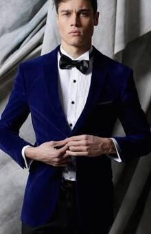 traje terciopelo azul rey