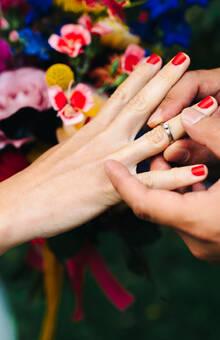 * Oogst trouwringen uitwisselen  - foto van Melissa Milis voor Het Nieuwe Trouwen boek