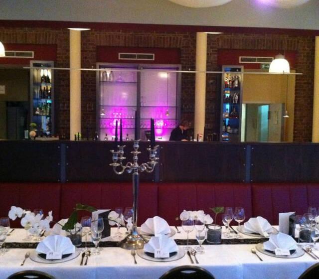 Beispiel: Hochzeitstafel, Foto: Gutzeit.