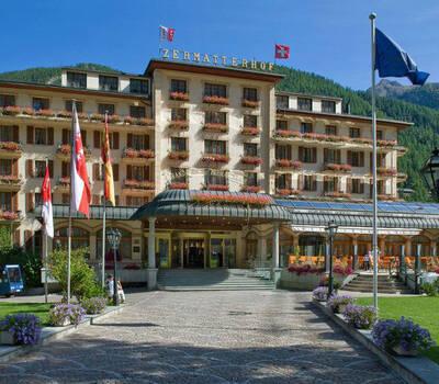 Beispiel: Außenansicht, Foto: Grand Hotel Zermatterhof.