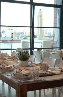 Beispiel: Eingedeckter Tisch - Studio, Foto: Altonaer Kaispeicher.