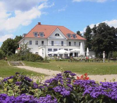 Beispiel: Vorderansicht, Foto: Akademie Berlin - Schmöckwitz.
