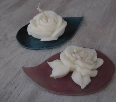 Roses déco de table de Mariage avec support fabriqué par un artisan verrier.