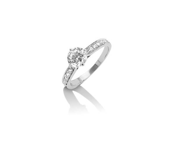 Collection Passion Solitaire Carla en or blanc palladié et diamants A partir de 2990€TTC