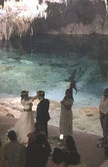Ceremonia Maya en un hermoso Cenote Cerrado, realmente mágico!