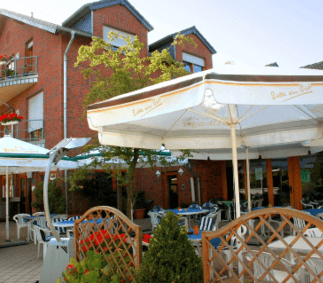 Beispiel: Restaurant mit Terrasse, Foto: Geuenicher Hof.