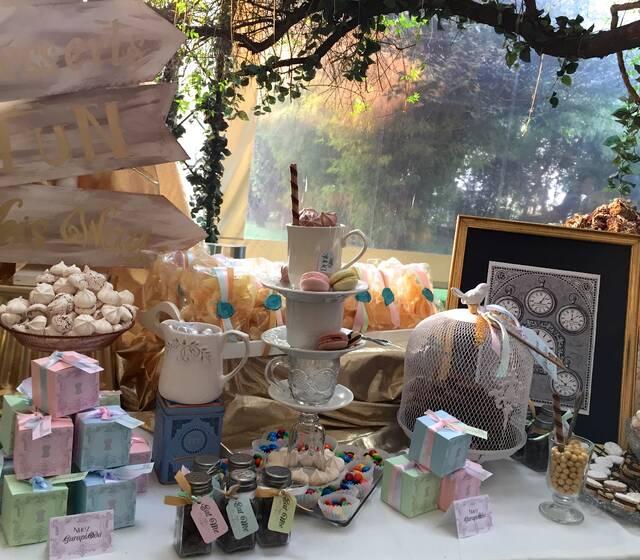 Mesa de dulces inspirada en Alicia en el País de las Maravillas