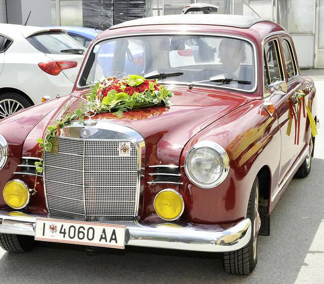 """Foto: """"Das Hochzeitsauto"""""""