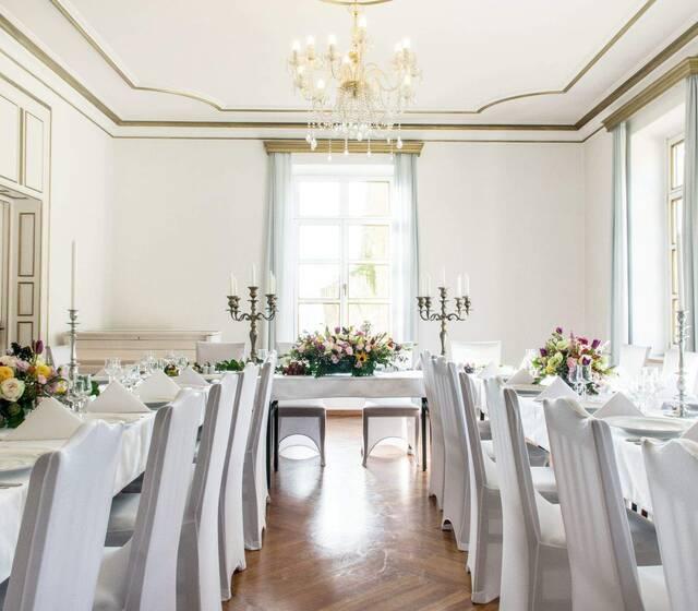 Butikowe przyjęcie na sali lustrzanej Pałacu w Małkowie