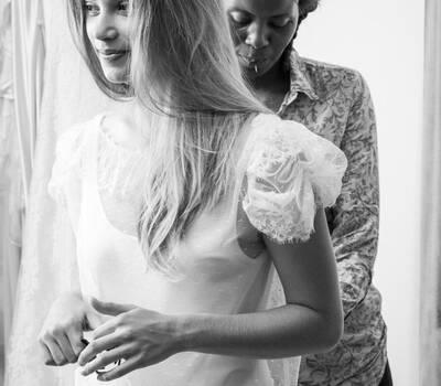 Beispiel: Brautkleider vom französischen Designer, Foto: Gwanni.